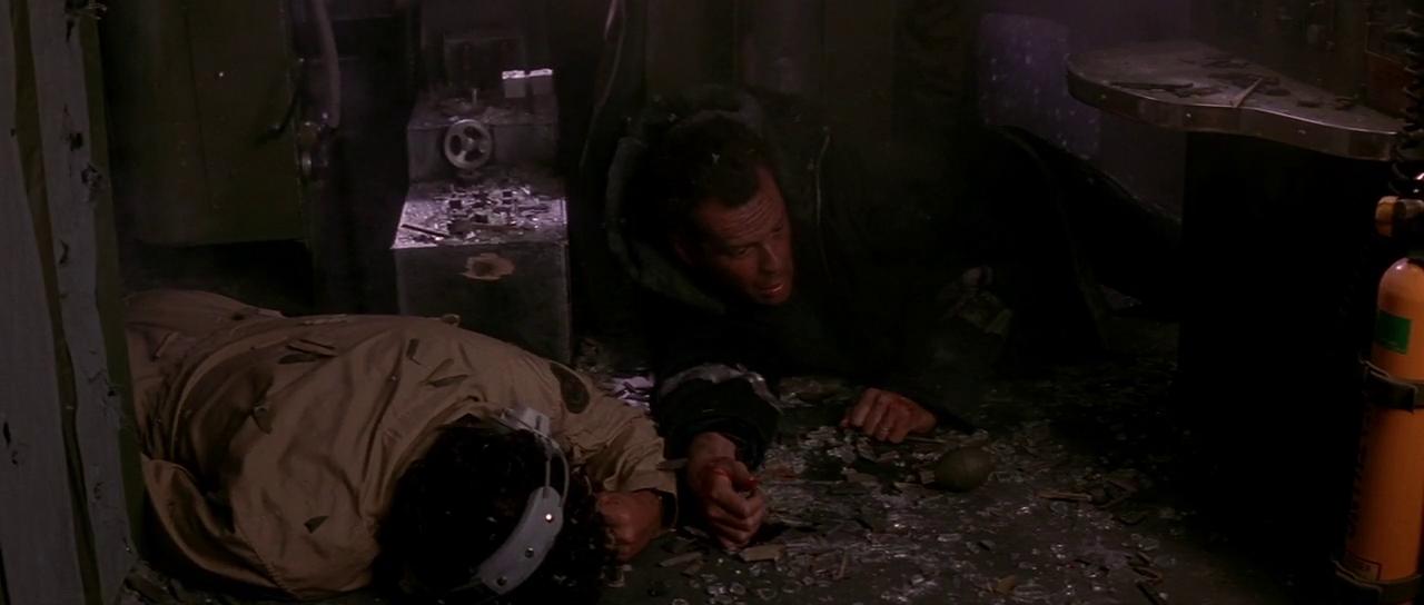 Die Hard 2 (1990) pic 1